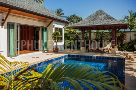 Private pool and subnbeds