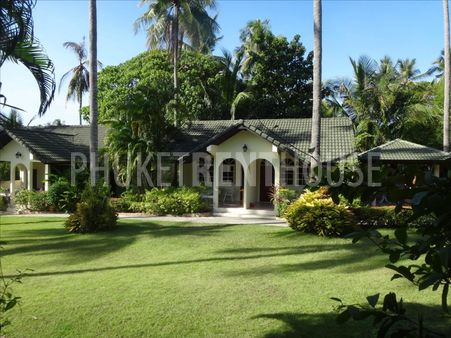 Bungalow for rent, in Rawai, with shared pool