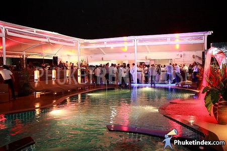Rooftop Pool and party deck