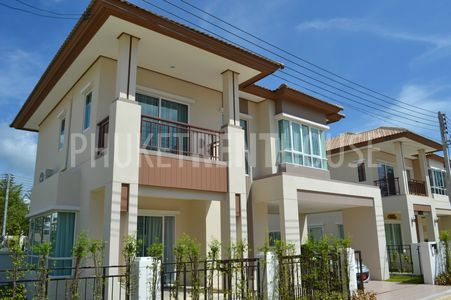 newly built house; fully furnished with a new kitchen; parking space; air con; 3 bedroom, 2 bathroom; garden; storage; living and dinning area; close to the beach; close to Tesco Lotus; security