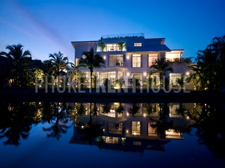 Flawless waterfront villa