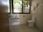 Bathroom - 3 similar en-suite bathrooms and 1 smaller guest bathroom