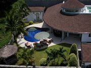 Topview of the villa. The garden with pool cannot be seen from the outside.