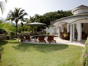 Pure privacy in your tropical garden. Perfect for sunbathing.