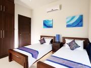 Bedroom 4: twin beds