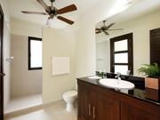 Bedroom 5's en-suite bathroom