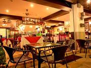 ห้องอาหารซึ่งจะอยู่ชั้นล่างของ Family Inn คุณสามารถสั่งอาหารขึ้นไปรับประทานได้ในห้องของคุณ  Restaurant